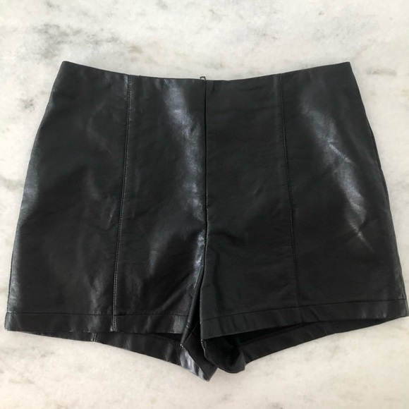 Sparkle & Fade Pants - Faux leather black high waisted shorts🖤